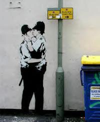 Kissingcops_1